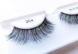 False-lashes-for-makeup-lovers